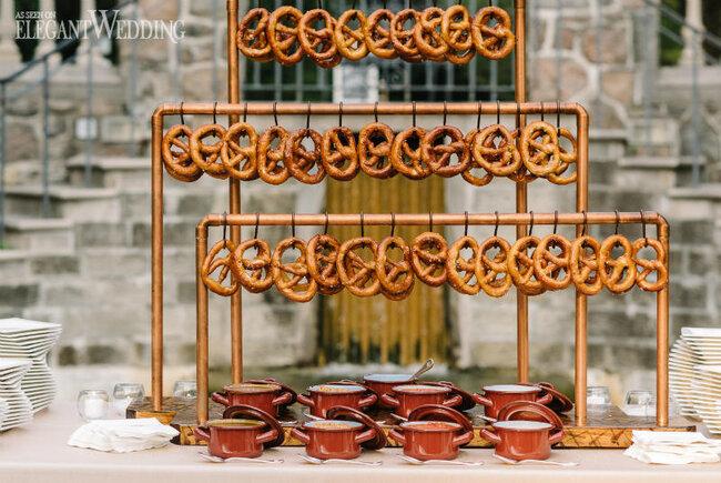 Tolle Ideen Fur Eine Brezel Bar An Der Hochzeit Hochzeits Catering Gartenparty Hochzeit Hochzeitsessen