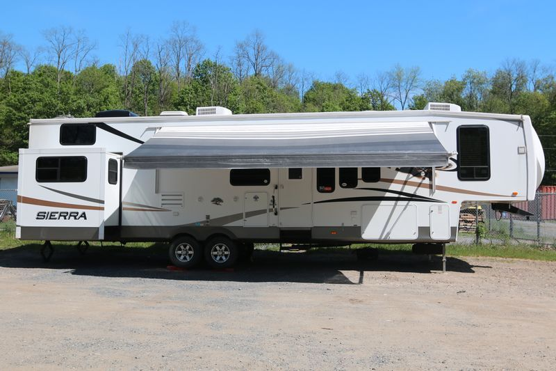 Absolute Auctions Realty Fifth Wheel Campers 5th Wheel Living Camper Trailers