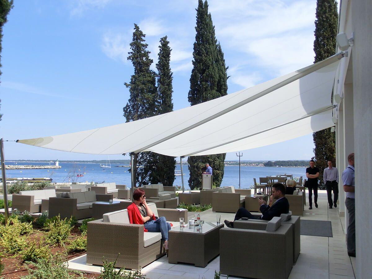 Coberti toldos vela de sombra en restaurante toldos for Toldos velas para terrazas