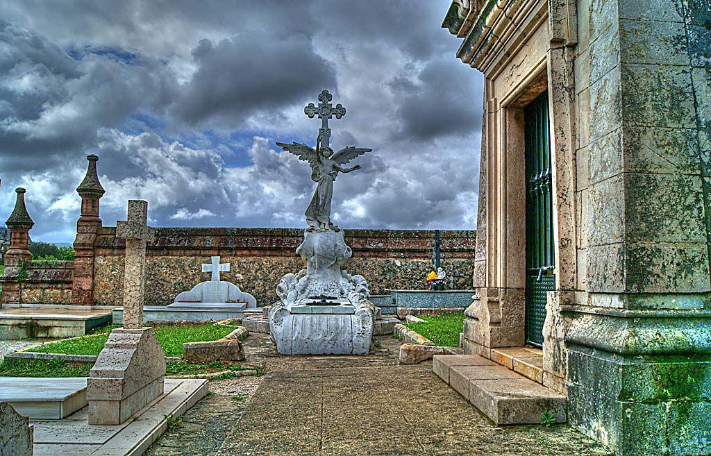 Resultado de imagen de cementerio de comillas