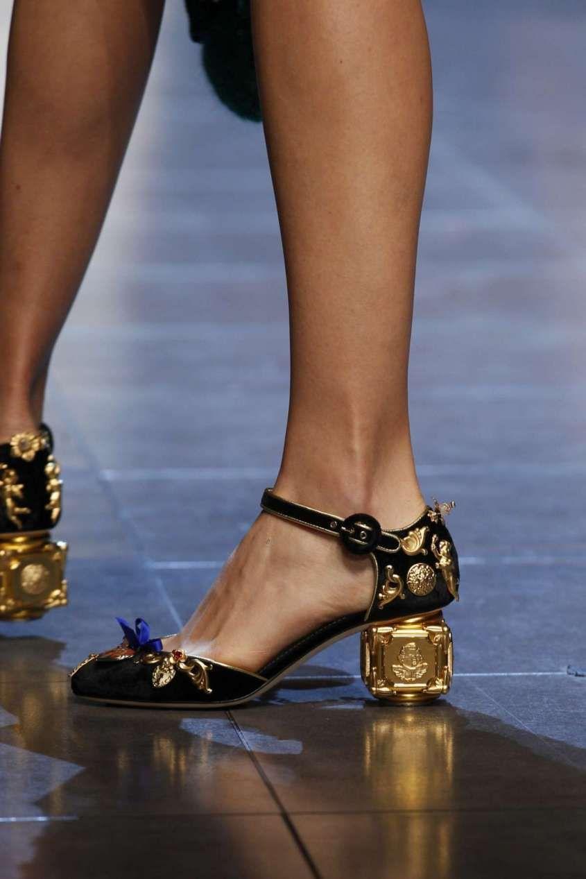 5cc41c99b124b Collezione scarpe Dolce e Gabbana Primavera-Estate 2016 - Décolleté black    gold Dolce   Gabbana