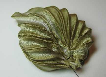 Making pleated silk shibori ribbon flowers - part one