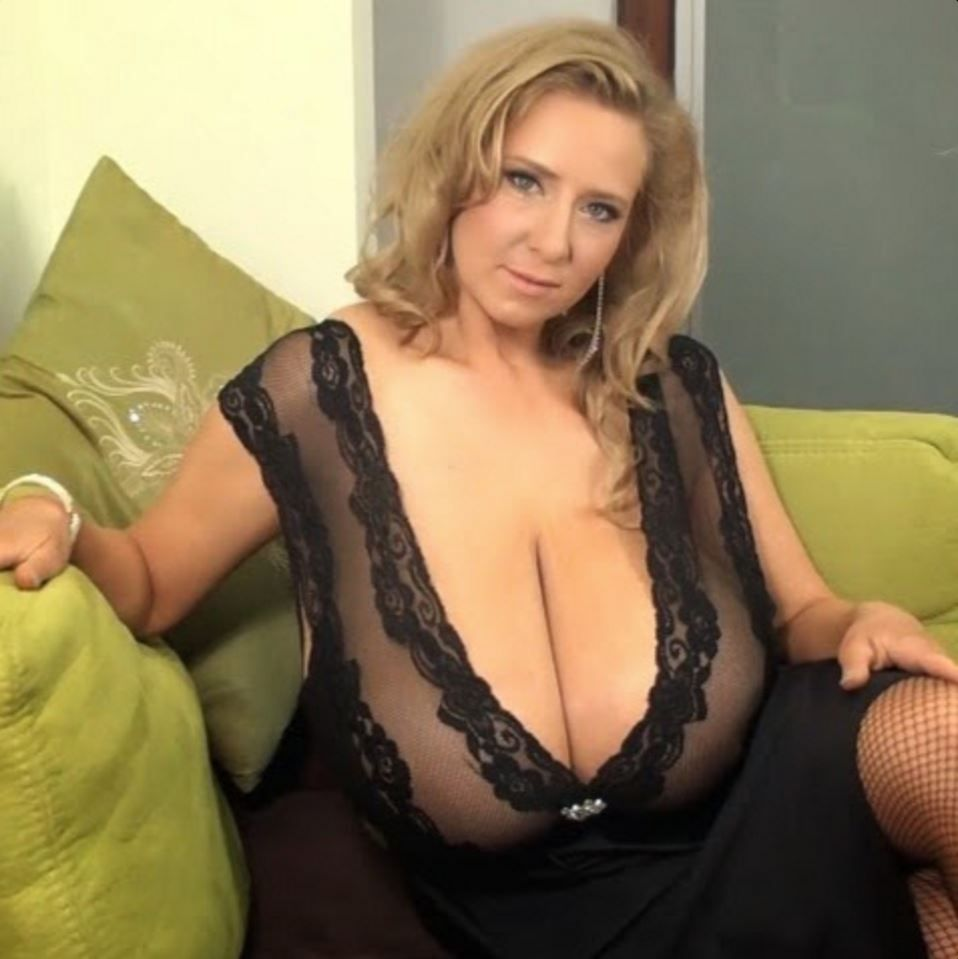 Just Great Big Old Tits  Nice Moms, Nice Tits -3100