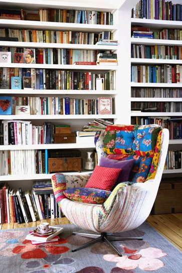 my personal idea of cosiness: an armchair, lots of pillows and a beautiful white bookcase (and a cup of tea, of course!)