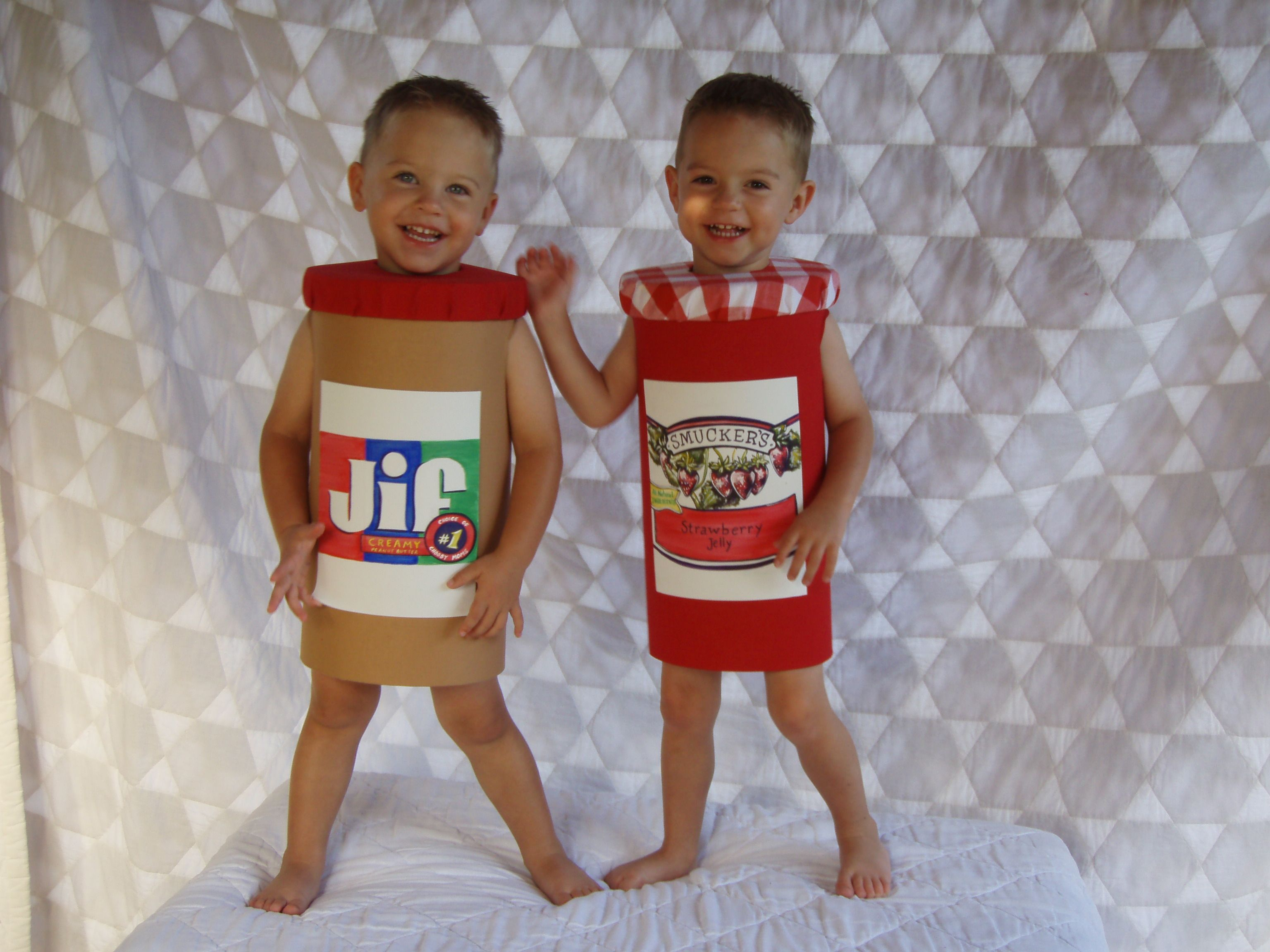 These 17 Twins Came Up With The Best Halloween Costume Ideas All