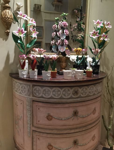 Eye For Design: Decorating With Distressed Pink Furniture