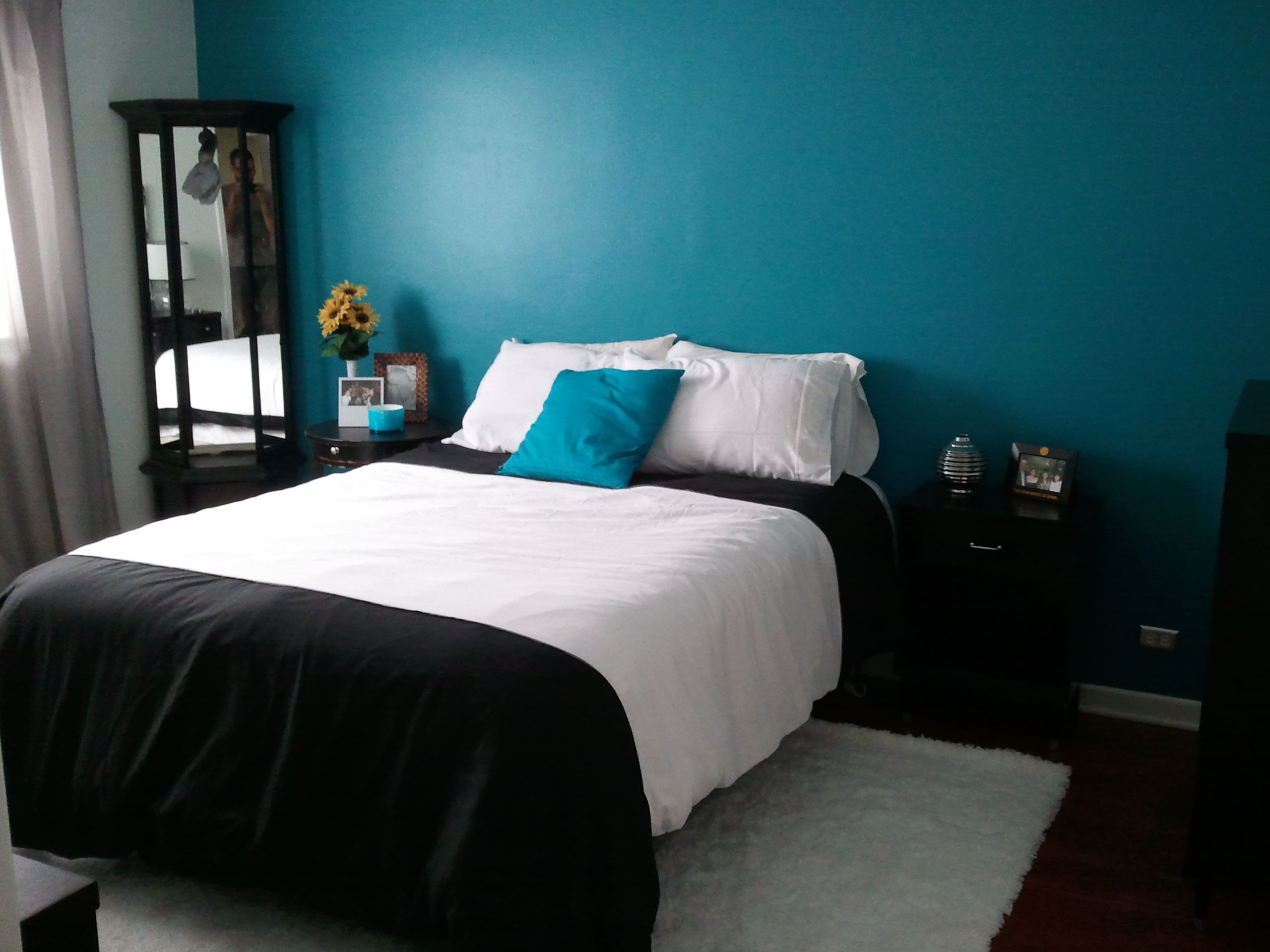 Cute single white and black platform bed cover set with for Black white turquoise bedroom ideas