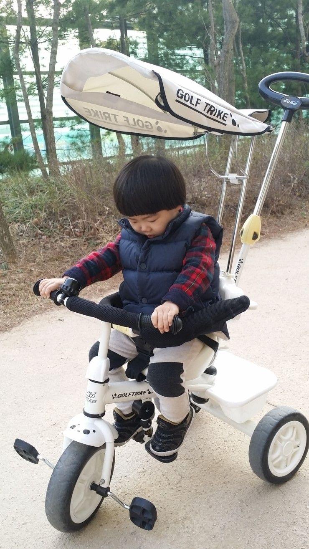 D 763 할아버지 생신 공원 산책 자전거에서 조는 아이 가족사진 어린이 공원