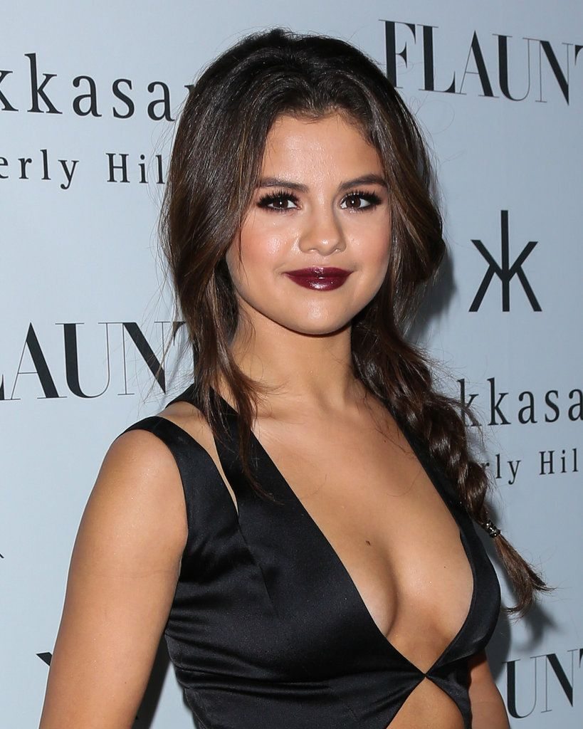 Black dress with red lipstick - Eye Selena Gomez Dark Red Lipstick