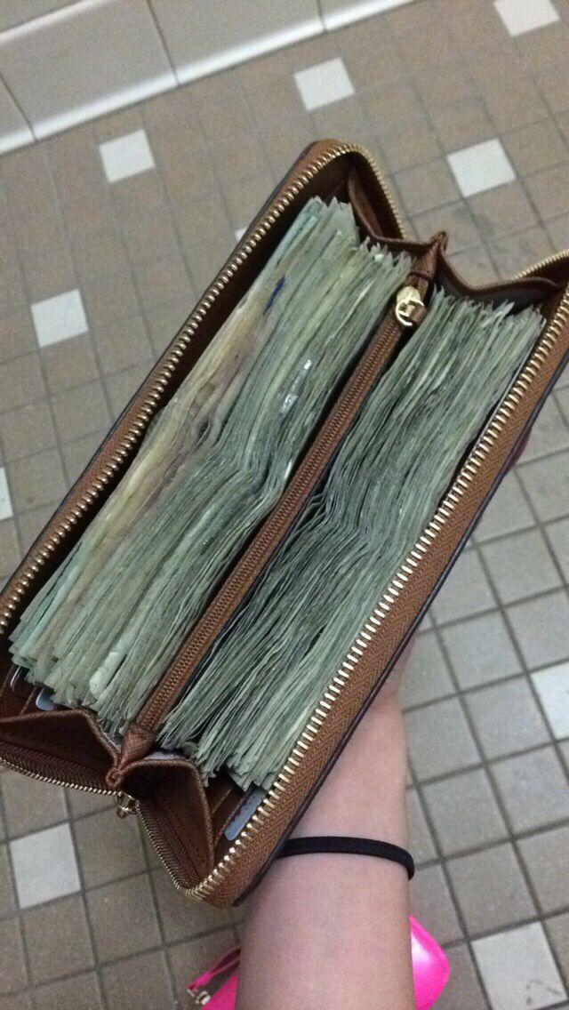 Doesn T Everyone S Wallet Look Like This Ha Ha Ha Con