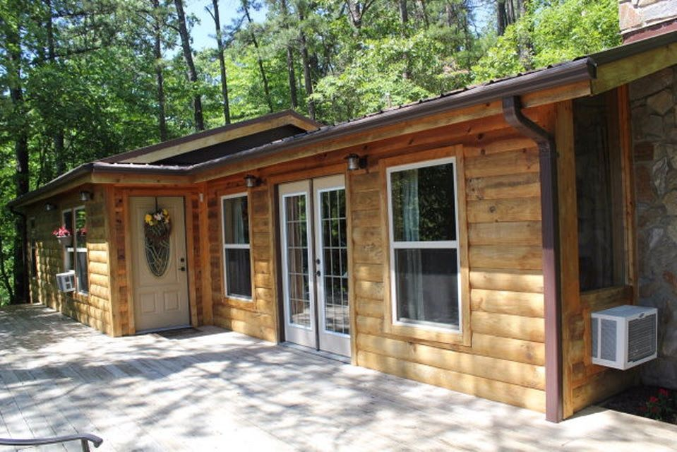 Robin & Steve's cabin they just bought!  (: