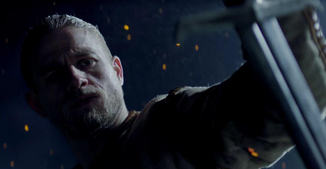 """La """"estampa"""" de su director Guy Ritchie es una de las grandes fallas que posee 'King Arthur', un filme que tenía un potencial de ser una buena propuesta cinematográfica para este verano. - http://j.mp/2r47XGu"""