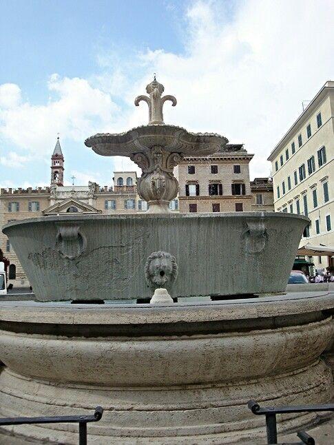 Fontana di Piazza Farnese. Rome. Italy