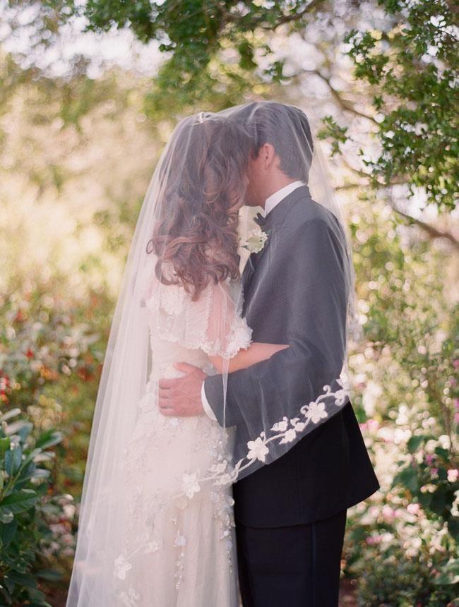 alguien sabe la historia del velo de novia ?
