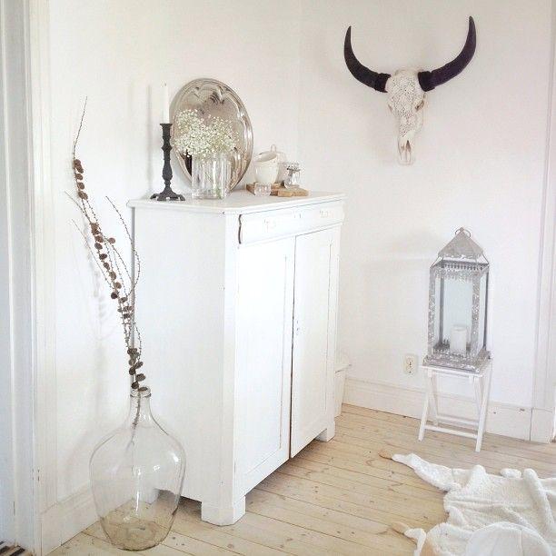 Dagens loppisfynd, transparent damejeanne ♡ #fleafindings #bigbottle #interior #interiordecoration #aspellhome #glass