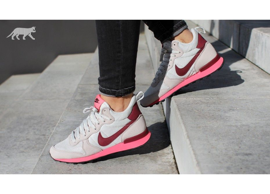 nike internationalist ii pink