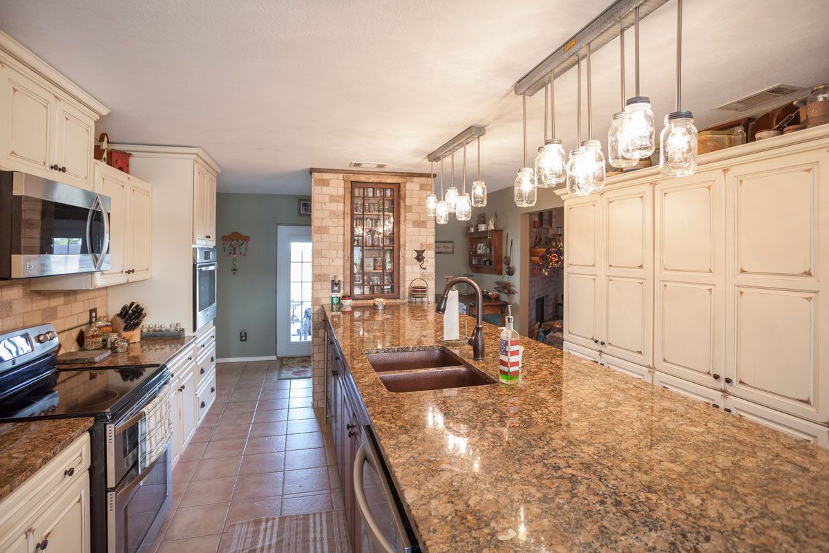 Classic Country Is The Theme For This Crowley Texas Kitchen Remodel Becky Montgomery A Designer At The Cabin Custom Kitchens Cabinet Door Styles Cabinetry