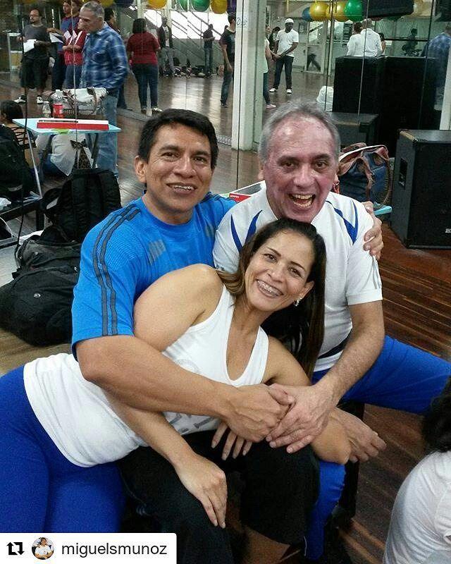 #Repost @miguelsmunoz #rumbacana  16 julio 2016.  Después de 4 horas seguidas de clases normales de los sabados; apoyando motivando y aprendiendo este serio hobbie de bailar con excelentes personas Iniciando con clases de #salsa #kizomba #bachata llegamos a la 4ta clase con #salsacasino. Y aún con ganas de echar broma. Jeje Con mis amigos desde mis inicios @isaac_arellano_v y Mercedes Rivas  #bailar #dance #Venezuela #hobbie #friends #BailaParaDivertirte