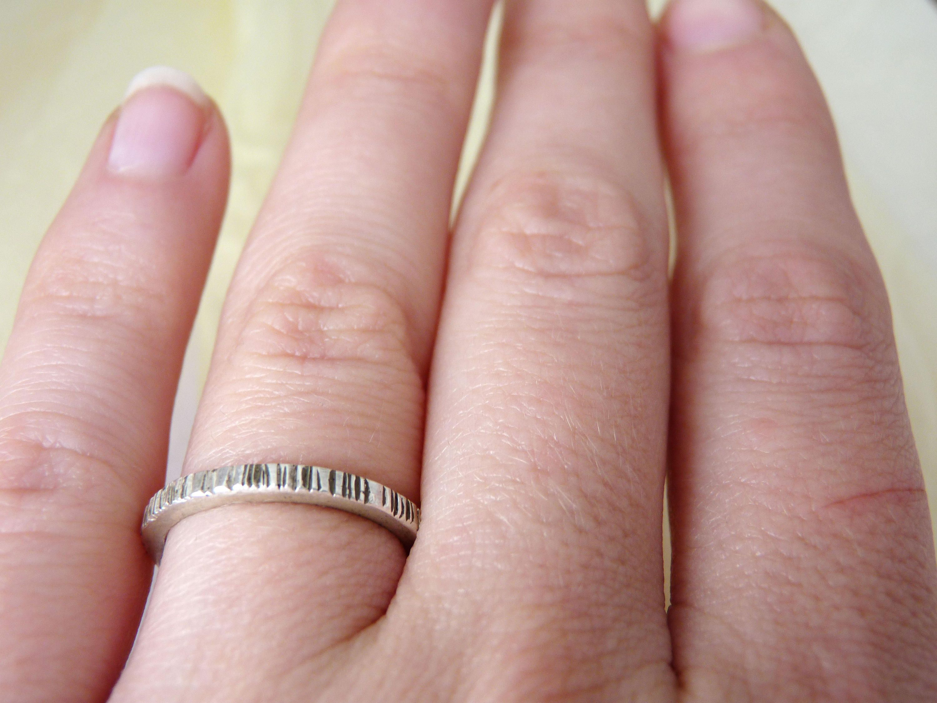 Elegant texture wedding band. Rustic simple gold band, minimal thin ...