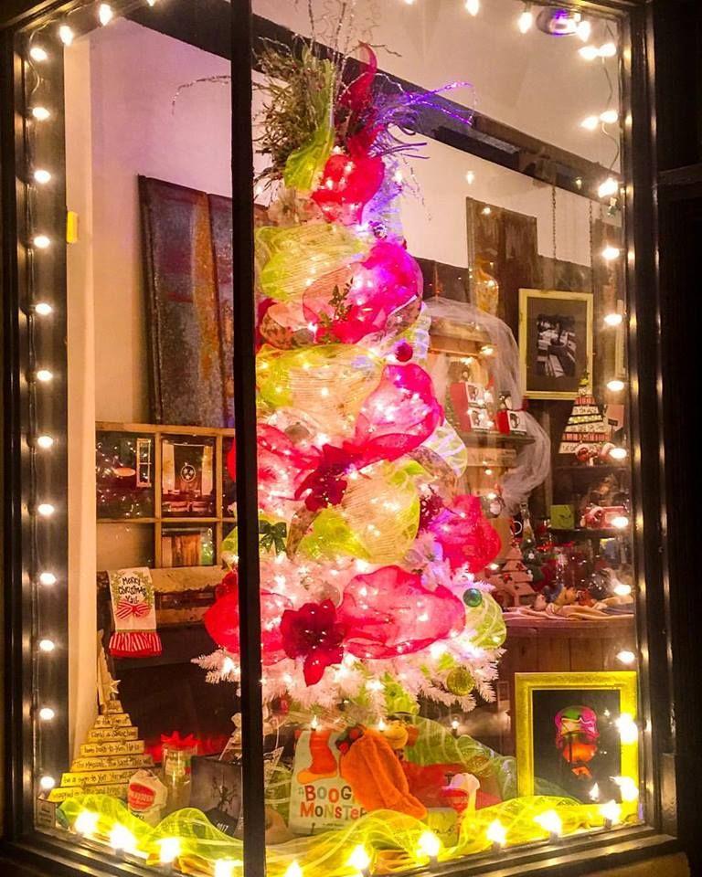 Christmas Window Ideas For Retail.Pin On Walking Pants Retail Store Window Displays