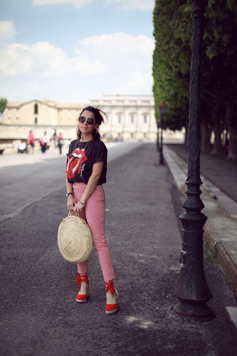 T-shirt Rolling Stones Pull   Bear Pantalon vichy Stradivarius Espadrilles  compensées rouges Pimkie Sac rond osier L Equitable Idée look printemps  2018 blog ... 11b8e7cbee9