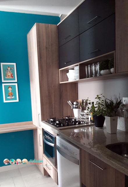 No blog, minha nova pequena cozinha e como eu a projetei. Contei tudo lá em detalhes. #cozinha #turquesa #achadosdedecoração