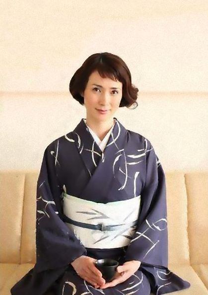 安田成美さん風の個性派ショート♡ 茶道をする時に真似したい
