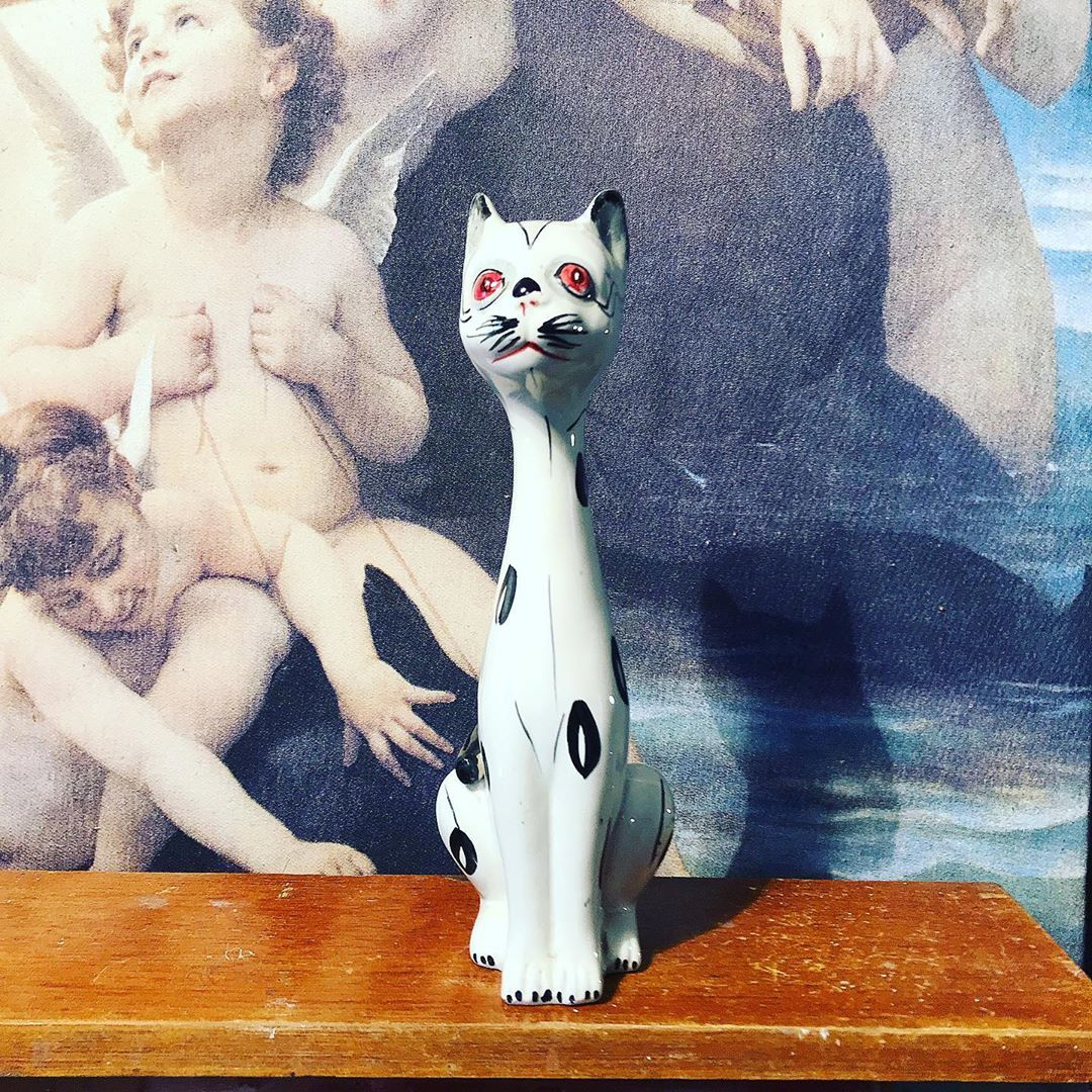 Kitsch Cat She Has A Hole In Her Head For A Flower Stem Or Just Use Her As An Ornament Approx 8 Tall She S With Images Eclectic Furniture Beautiful Vase Retro Birthday