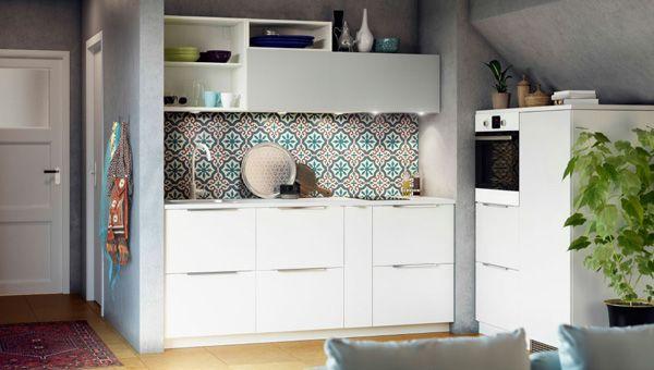 Estética blanca para que la cocina actúe como mueble El enlace de