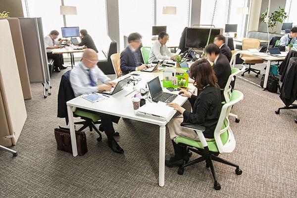 内田洋行のおしゃれオフィスは、働き方変革の工夫のカタマリ!営業部のグループ/フリーアドレスの使い分けに秘訣アリ (オフィス訪問)|最新!オフィスづくり(作り)ラボ アスクル みんなの仕事場