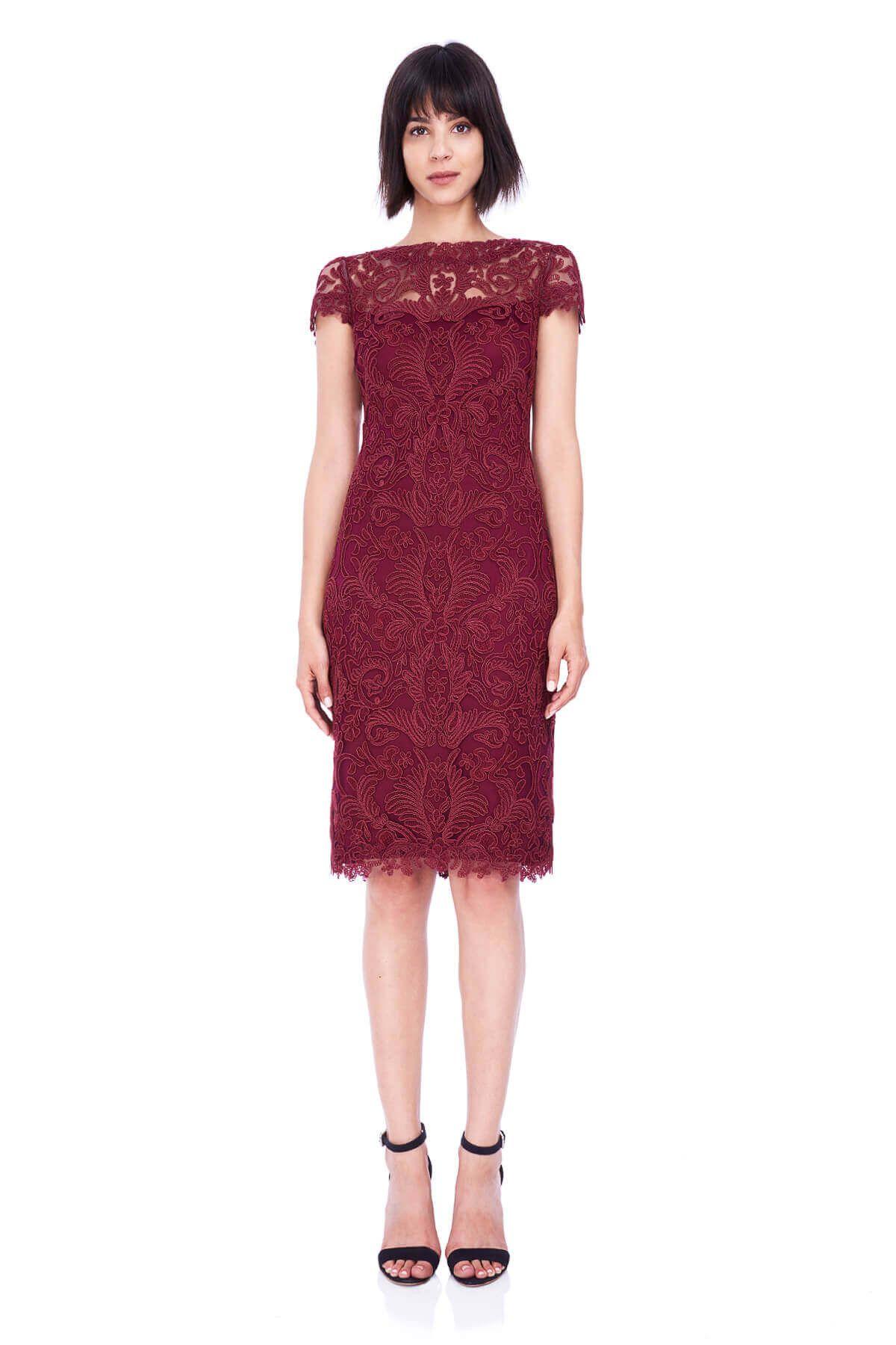 5191117b53 Krótka koronkowa sukienka wizytowa Tadashi Shoji Podszewka  100% poliester  Struktura rodzaj materiału koronka Rodzaj dekoltu  pod szyję Wzór koronka  na ...