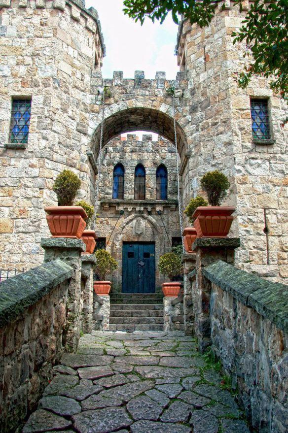 Castle Entry, Bogota, Columbia photo via rocio
