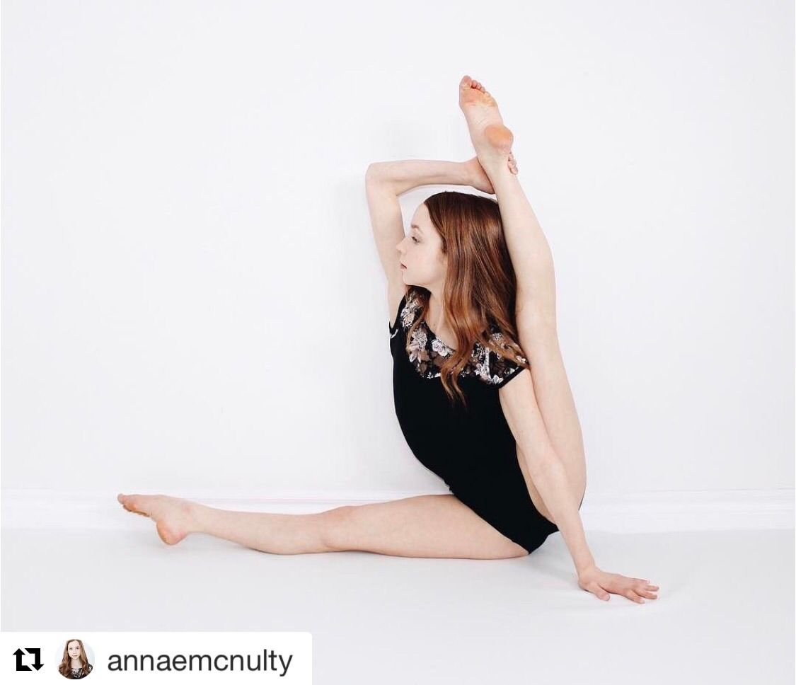 How Dancers Raise Their Hands In School Lovedds Discountdance Repost Annaemcnulty With Repostapp Dre Anna Mcnulty Dance Photography Poses Dance Poses