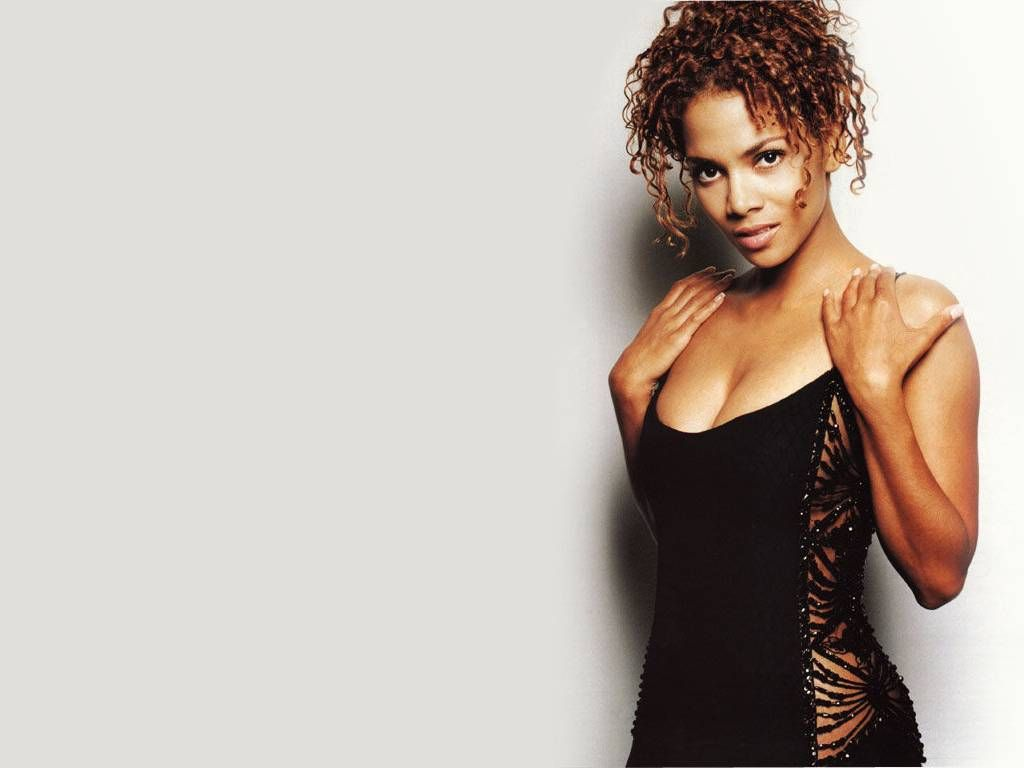 Halle Berry Hot Pictures Photo Gallery Wallpapers Halle Berry Hot Halle Berry Style Halle Berry