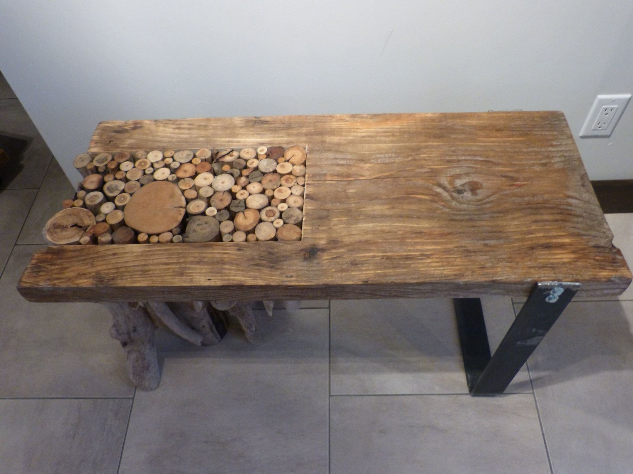 Table De Salon Avec Rondin De Bois Flott Patte En Acier 36 1 2 Po De Long Par 15 Po De Large