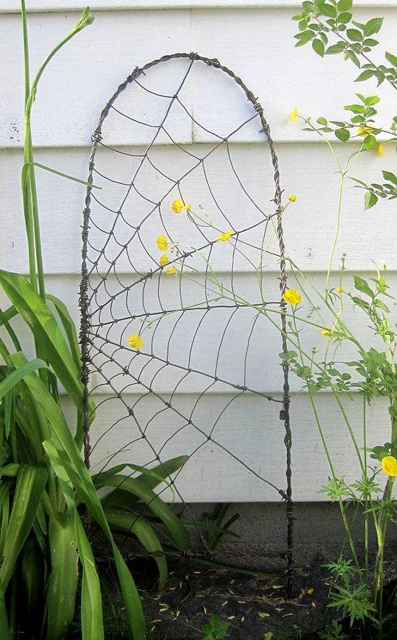 Beautiful Barbed Wire Spider Web Garden Trellis Diy 640 x 480