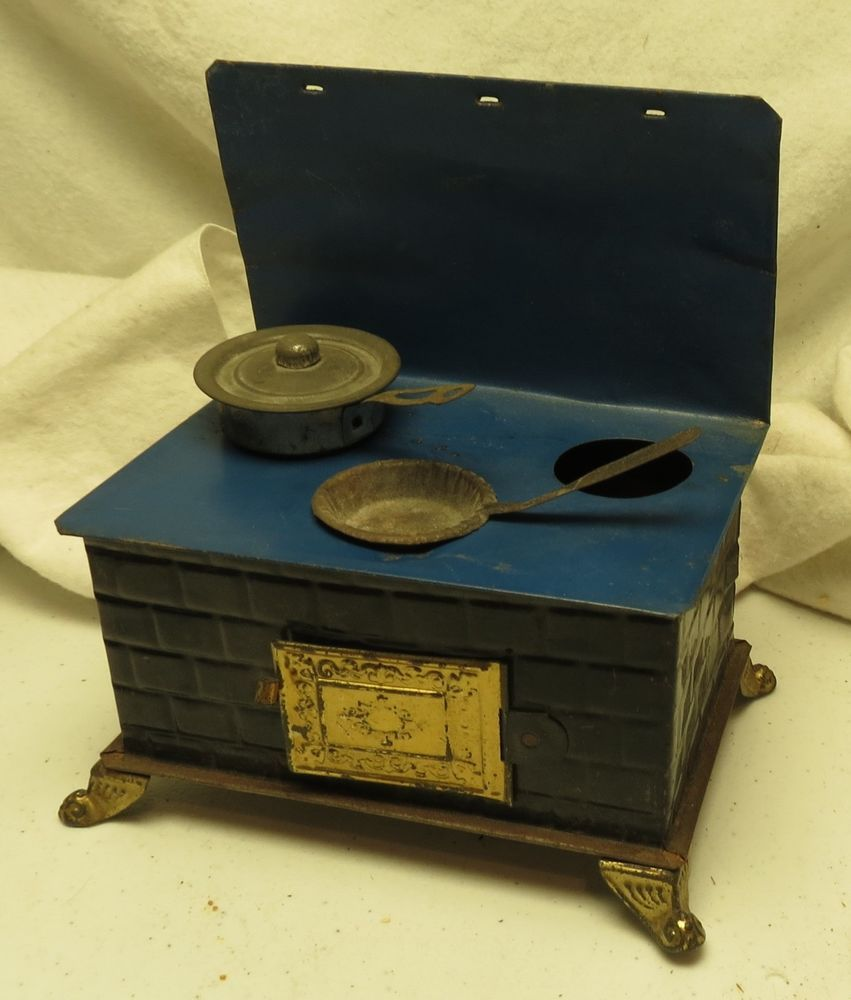 ANTIQUE DOLL HOUSE TIN STOVE W/POT AND PAN | Miniature stoves ...