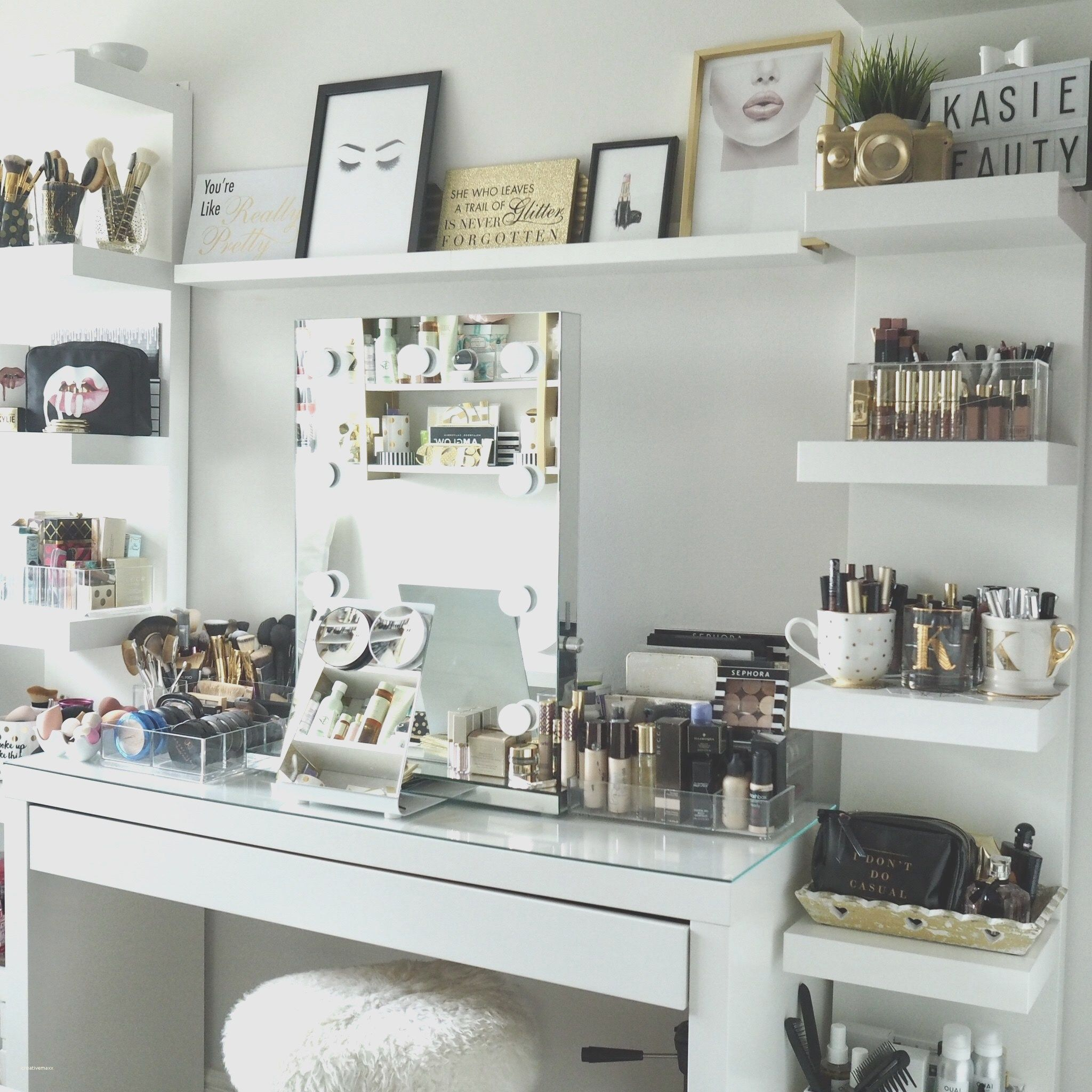 DIY Room Decorations For A Girly Office, Makeup room, Vanity