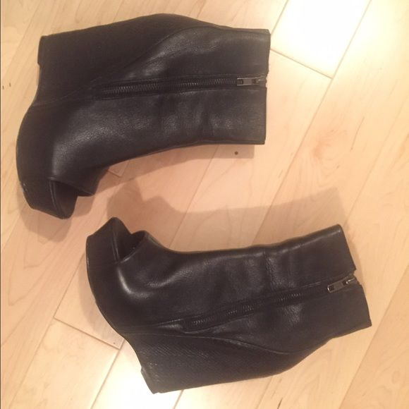 """Black open toe boots - Arriela Some wear on the inside and minor scuffs here and there. Noticeable damage inside and toe area, tried to put it on a pic. Platform with a heel height of 6"""". I'm a size 9 so my toes pop out so not sure of the fit for 8.5. Inside measures 9.5"""" if you want to measure your feet for accuracy. Leather shoe/ snakeskin heel. Steve Madden Shoes Ankle Boots & Booties"""