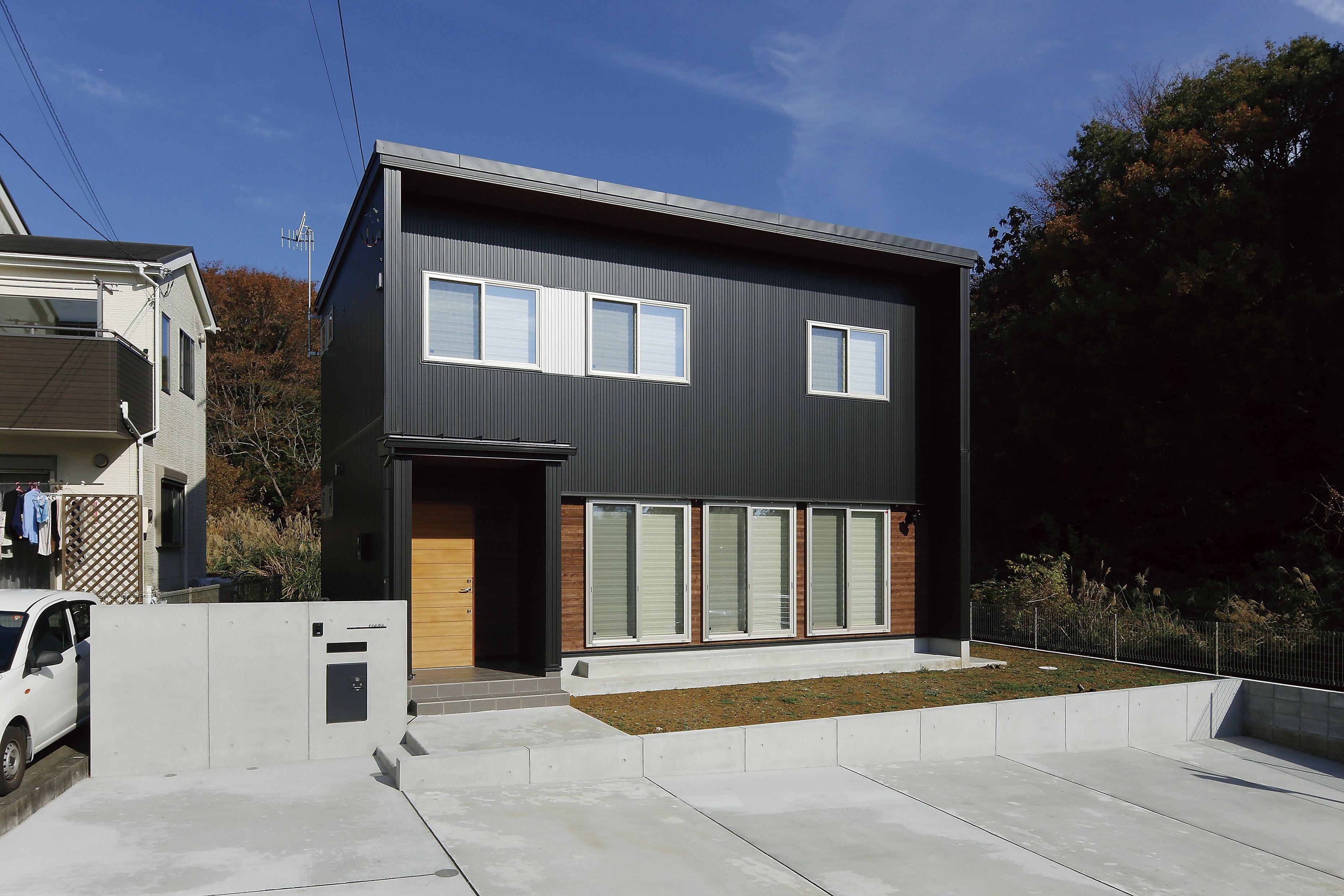 ガルバ外壁 黒ガルバ 木サイディング Apw330 ホームウェア 建築