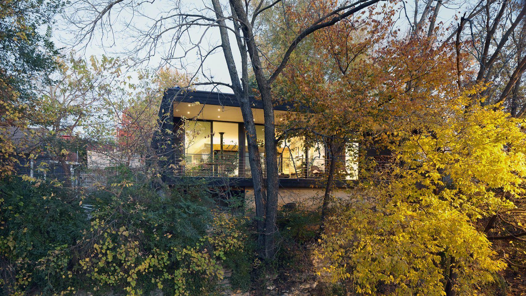 El Dorado wraps Missouri home around sunken courtyard