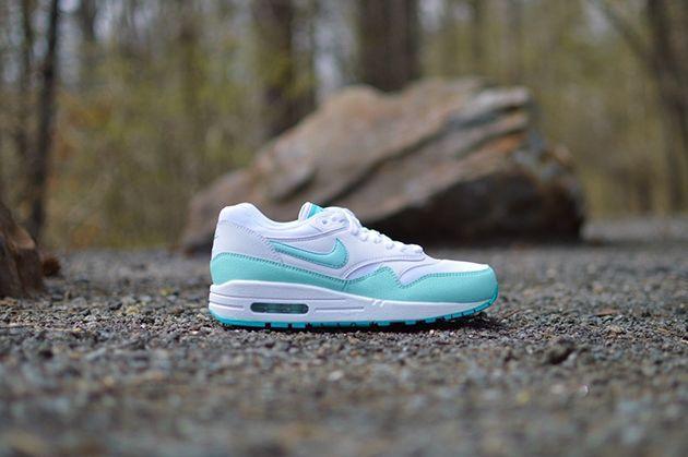san francisco 1024e 44745 Trendy Women s Sneakers   Nike Air Max 1 WMNS-White-Artisan Teal-Light  Retro-2