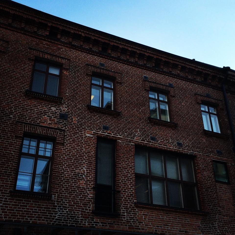 Aurinkoinen syyspäivä. #työmatkallasuomessa #muotoiluhuone #helsinki #hietalahdenranta