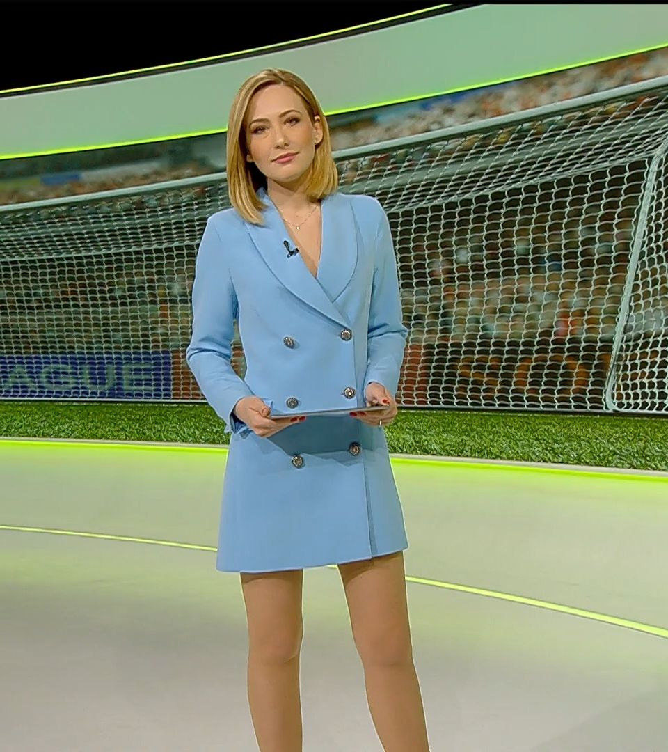Insanely hot news anchor! in 2020 Tv presenters, News