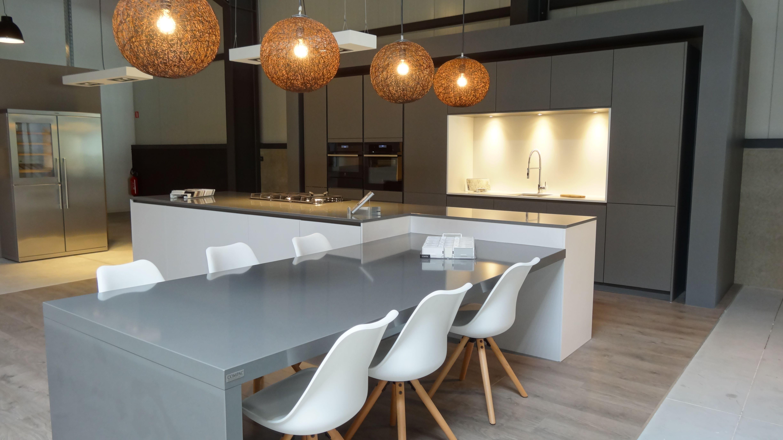 Plan Travail En Quartz cuisine en exposition chez be kitchen neupré avec plan de