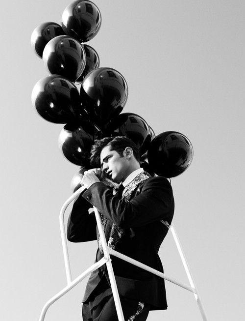 действием обладают фото моделей с черными воздушными шариками толстым стеблям