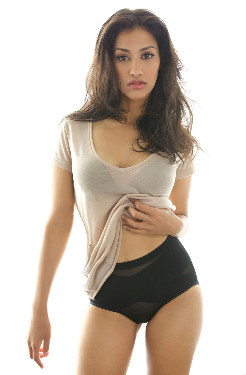 janina gavankar height