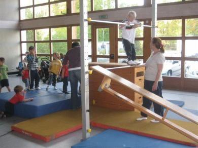 Kinderturnen (390×292)  Kinderturnen, Turnen mit kindern