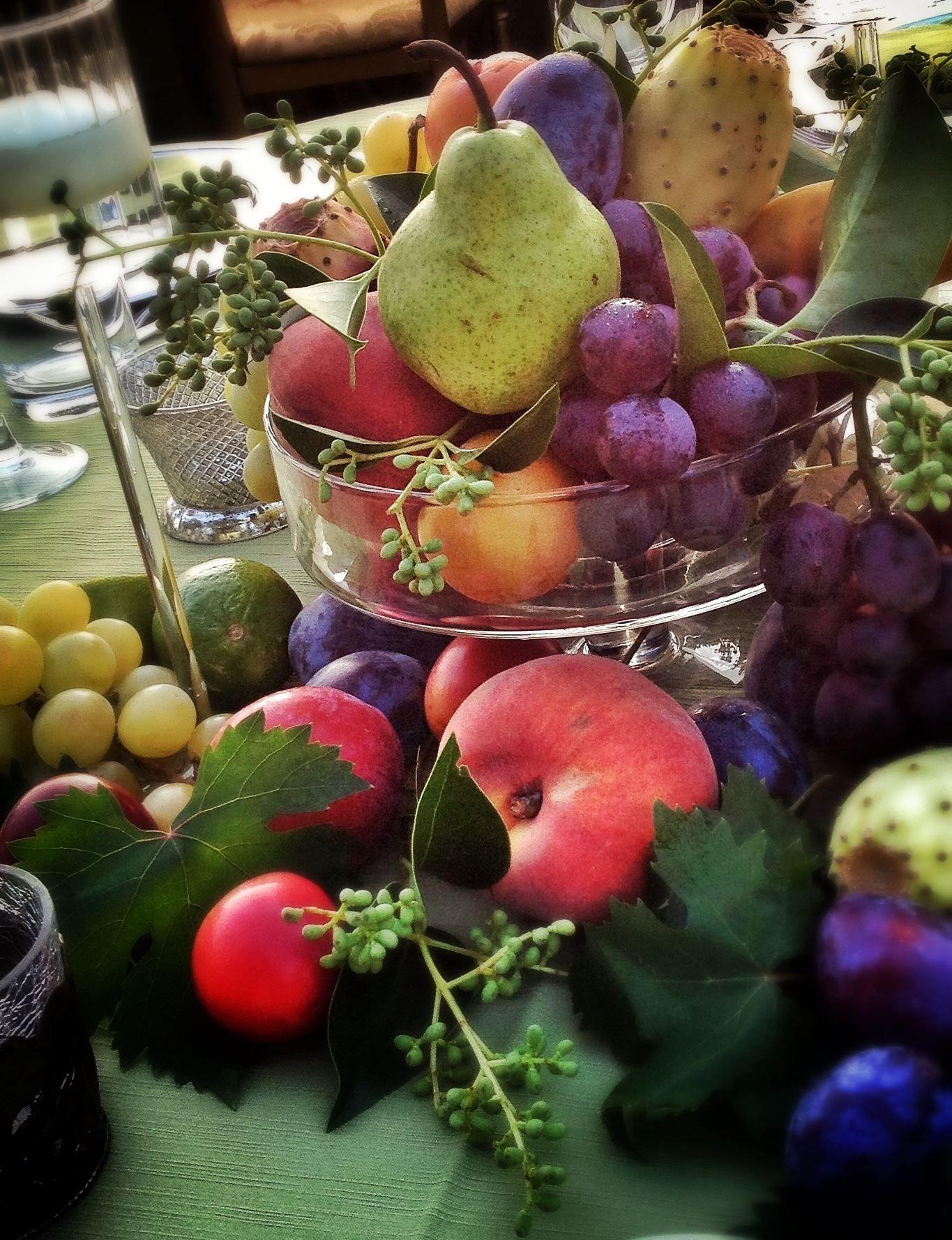 Fruit centerpiece. La Rosa Canina FIRENZE www.larosacaninafioristi.it