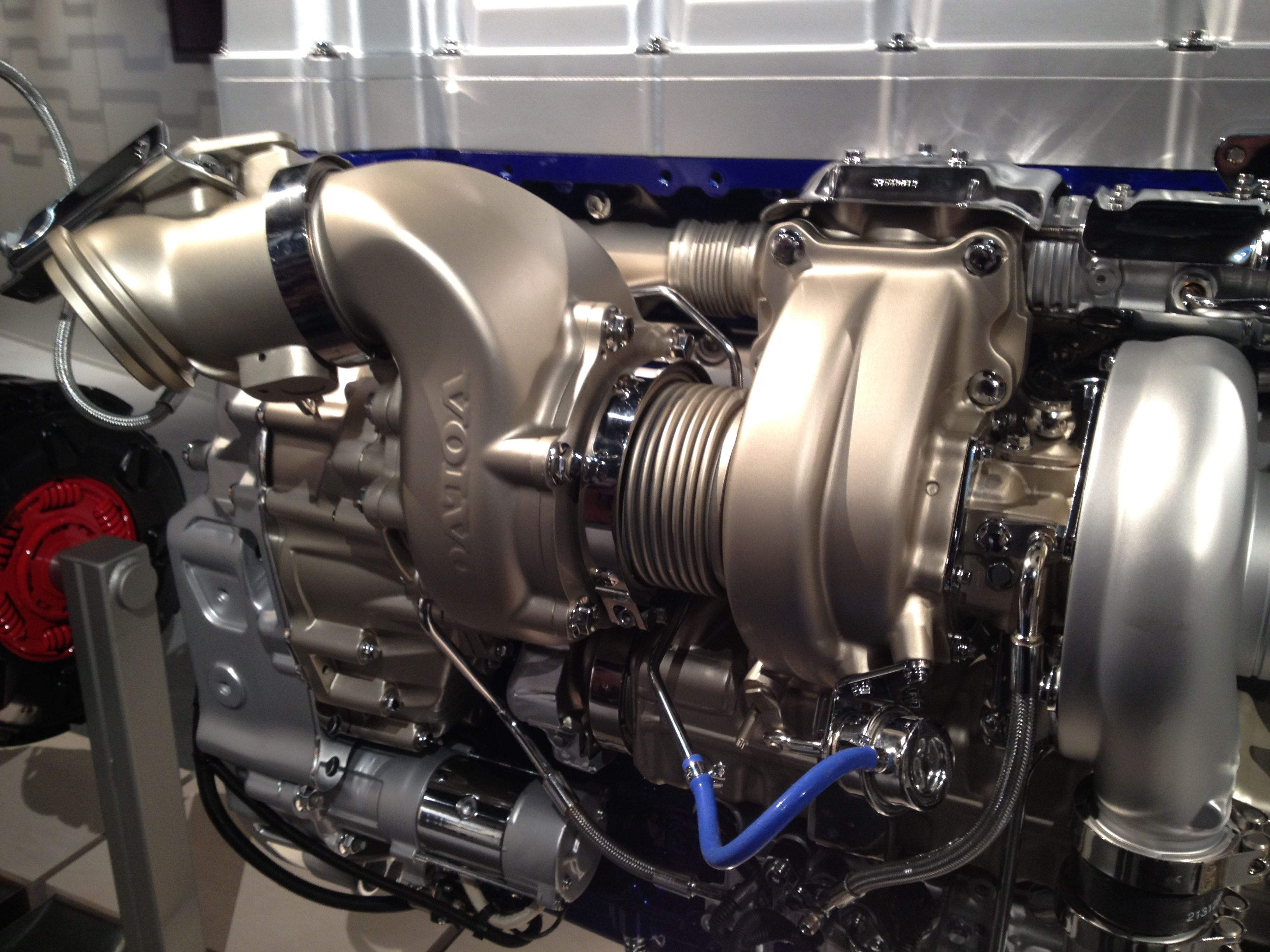 New ITorque engine from Volvo. Turbo compound 13 litre